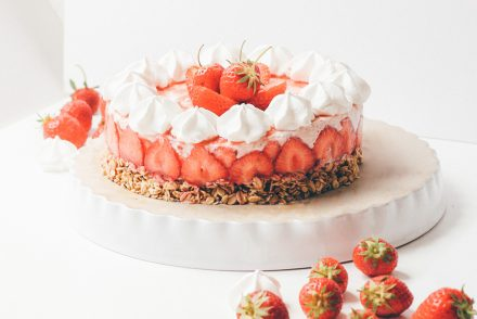 how to make a beautiful strawberry cheesecake